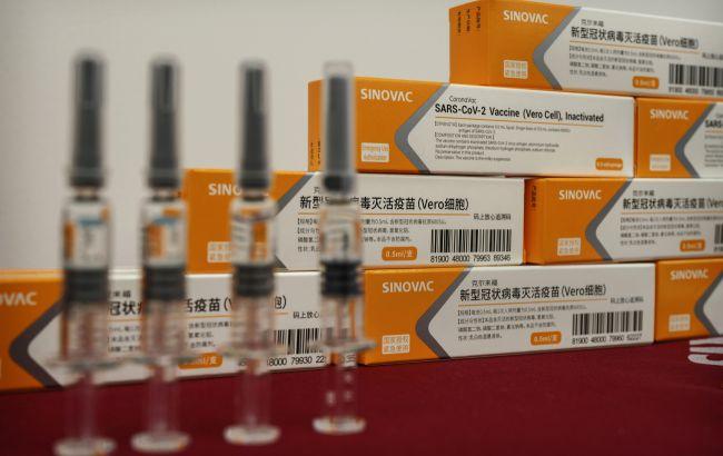 У Китаї визнали низьку ефективність своїх вакцин. Однією з них почнуть щепити в Україні