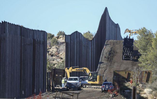В США приостановили строительство стены с Мексикой