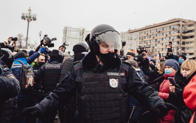 Шокери, кийки і зброя: найяскравіші відео протестів, що охопили Росію