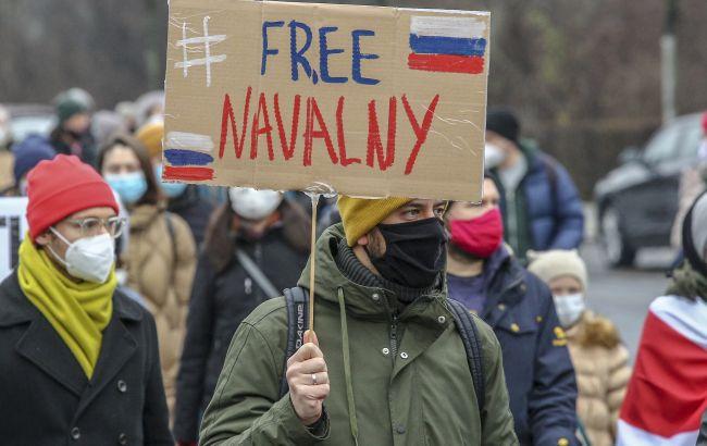 В России на акциях в поддержку Навального задержали более 300 человек