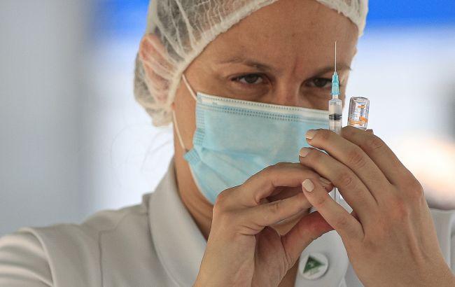 В Іспанії вакцинуватимуть третьою дозою людей з ослабленим імунітетом