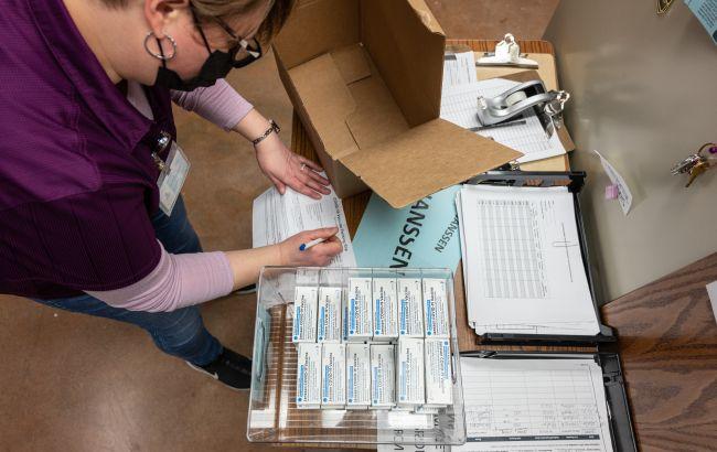COVAX ожидает, что полные поставки вакцины AstraZeneca из Индии возобновят в мае