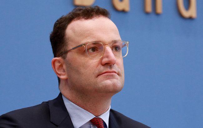 У Німеччині МОЗ без тендеру купувало маски у компанії чоловіка міністра