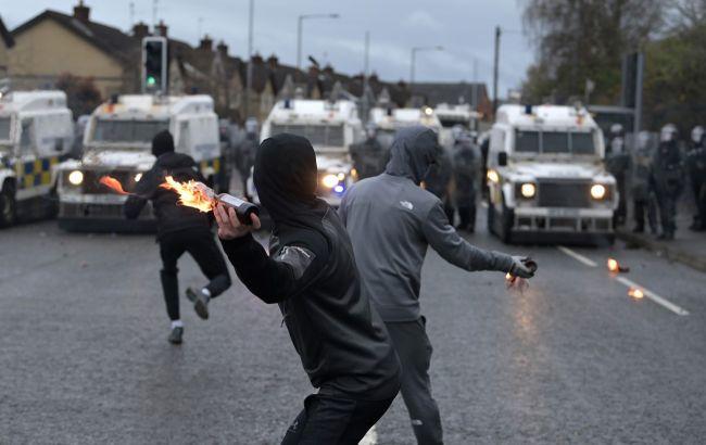 Британия направила в Северную Ирландию разведку и военных для борьбы с беспорядками
