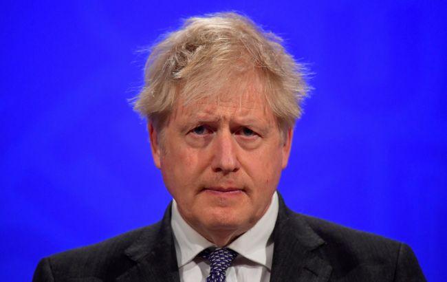 Джонсон призвал британских подростков быстрее вакцинироваться от COVID-19