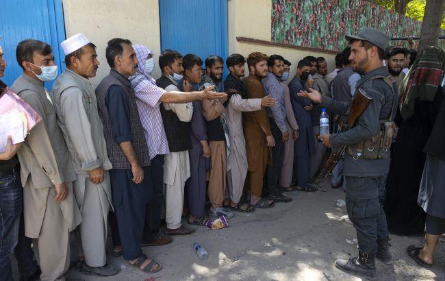 Аэропорт Кабула возобновил отправку эвакуационных рейсов, - Пентагон