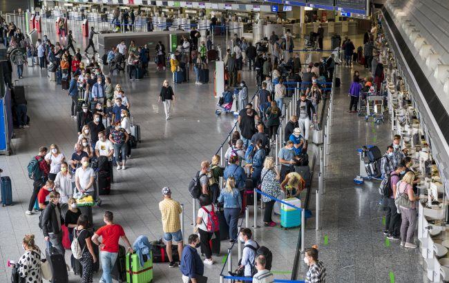 Столпотворение в аэропорту: из-за новых правил въезда в Украину возникают очереди туристов