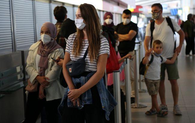 У США дозволять не одягати маски в аеропортах та на вокзалах