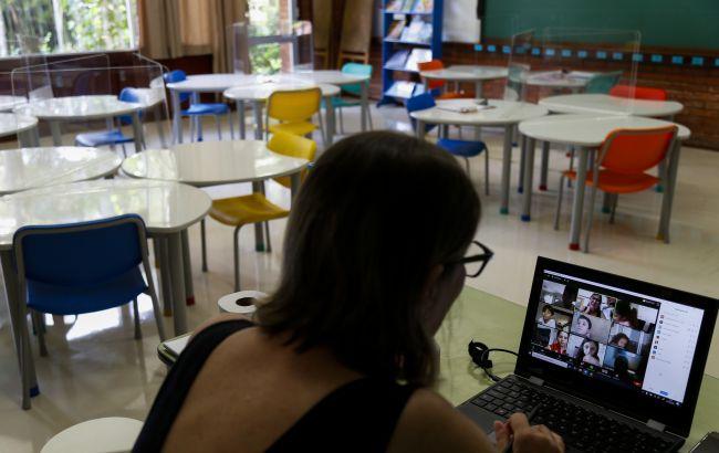 Меньше чем в половине районов Киева привили 80% работников школ