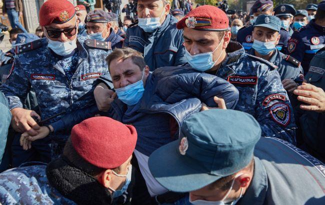 Протесты в Ереване: активисты пытались прорваться в здание правительства