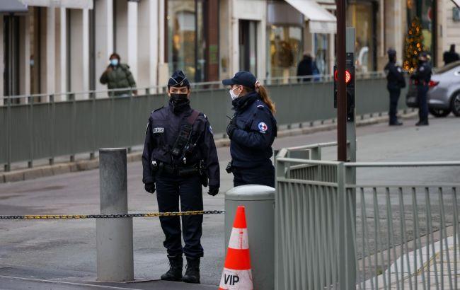 Во Франции усилили меры безопасности у полицейских участков из-за теракта