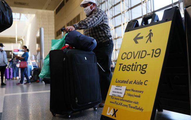 В США примут путешественников с COVID-прививками, признанными ВОЗ