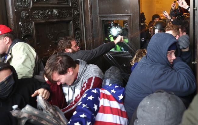 В США возбудили 55 уголовных дел по фактам беспорядков в Капитолии