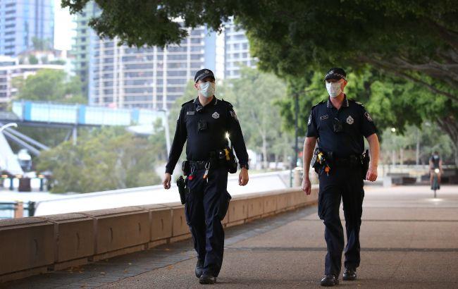 У Австралії протестують проти обов'язкової вакцинації. Поліція стріляє з нелетальної зброї