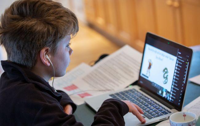 Для українських школярів хочуть менше контрольних і домашок на дистанційці