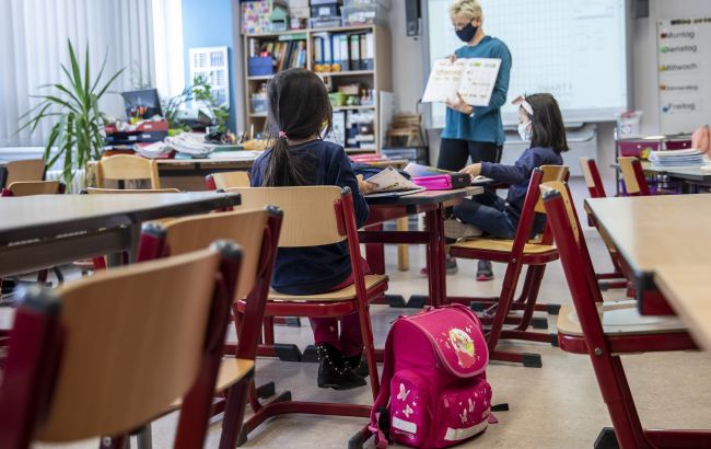 """Школы в """"желтой"""" зоне карантина: каким документом можно подтвердить вакцинацию"""