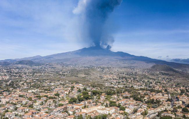 На Сицилії знову прокинувся вулкан Етна