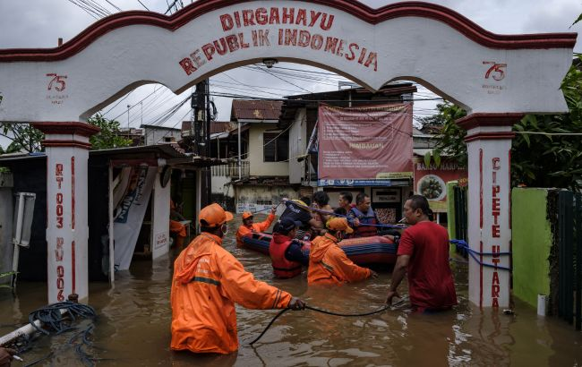 Зсув і повінь в Індонезії: кількість загиблих зросла до 55