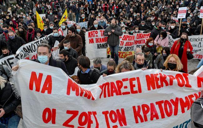 У Греції масові страйки через трудовий закон. В Афінах зупинився весь громадський транспорт