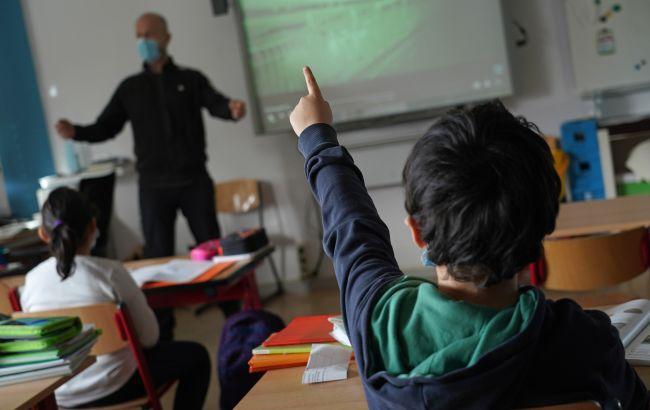 Кабмин изменил условие работы школ при карантине. Требуется 80% вакцинированных