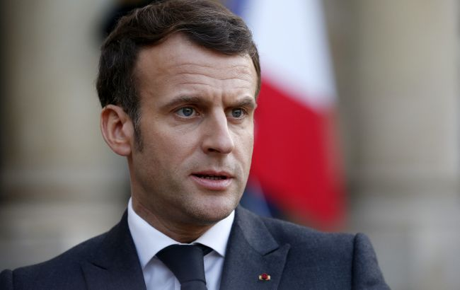 Во Франции допустили отмену COVID-паспортов: Макрон назвал условие