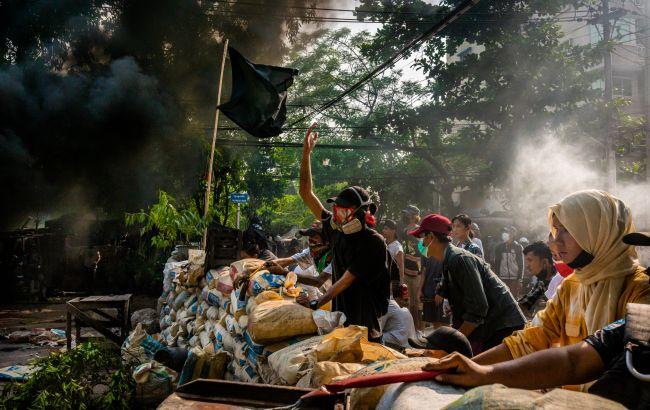 Число жертв протестів у М'янмі перевищило 600