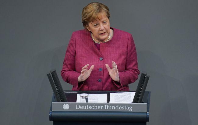 Меркель допускает, что осенью придется повторно вакцинировать пожилых людей