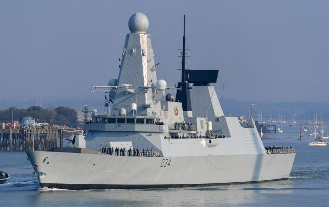 Россия заявила об обстреле корабля Британии в Черном море: что известно