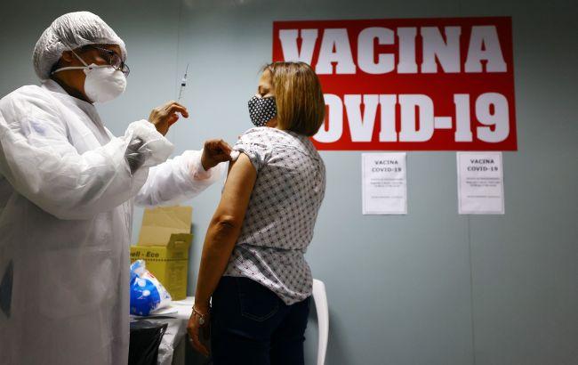 У Бразилії хочуть скасувати маски для вакцинованих людей