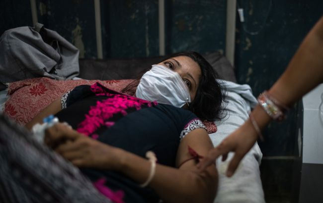В Индии у вакцинированных врачей фиксируют тройное заражение коронавирусом