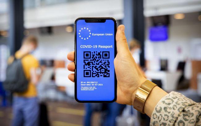 В Нидерландах уволили чиновницу за критику COVID-паспортов