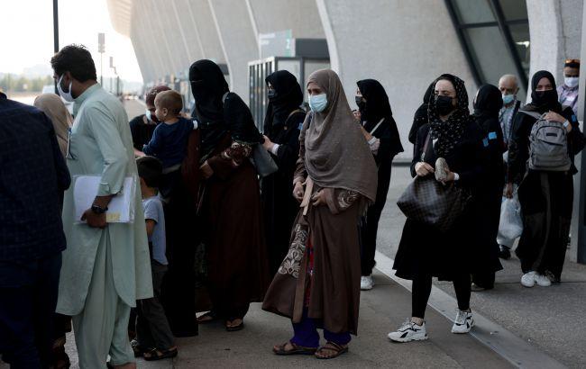 Таліби дозволять жінкам вчитися, але введуть ісламський дрес-код і розділять класи