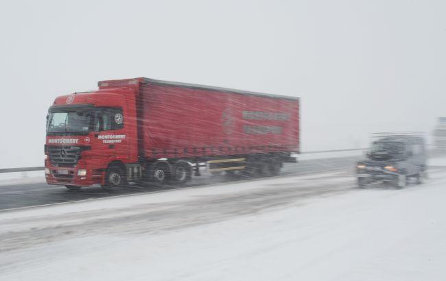 Через снігопад в'їзд вантажівок обмежили в Києві і п'яти областях