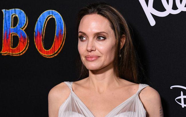 Анджеліна Джолі підірвала мережу величезними грудьми без білизни (фото)