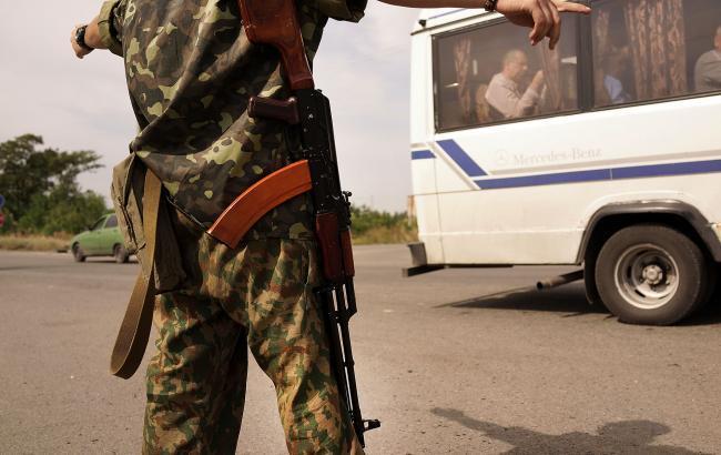 Бойовики на Донбасі запровадили додаткову перевірку чоловіків призовного віку на КПП, - розвідка