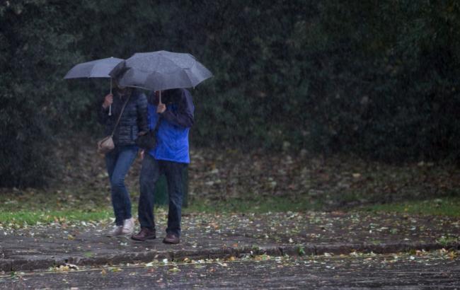 Синоптики попереджають про дощ та мокрий сніг у Києві