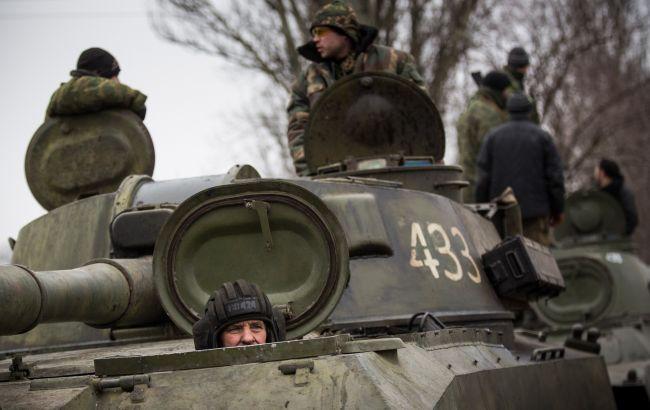 Окупанти розмістили танки на Донбасіз порушенням лінії відведення та обстріляли безпілотник ОБСЄ