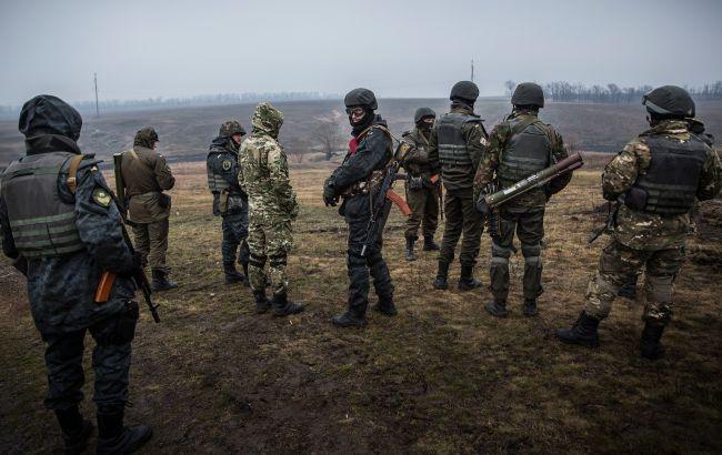 На Донбассе обстреляли украинские позиции в районе Песков, есть раненый