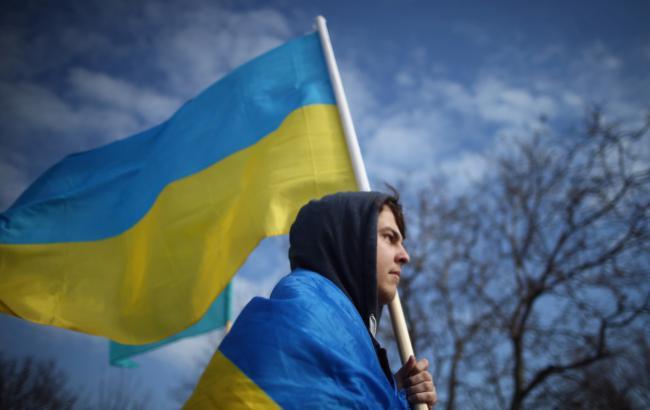 У Криму на підтримку полонених моряків підняли український прапор