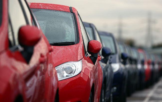 Здали назад: чому українці стали менше купувати нові автомобілі
