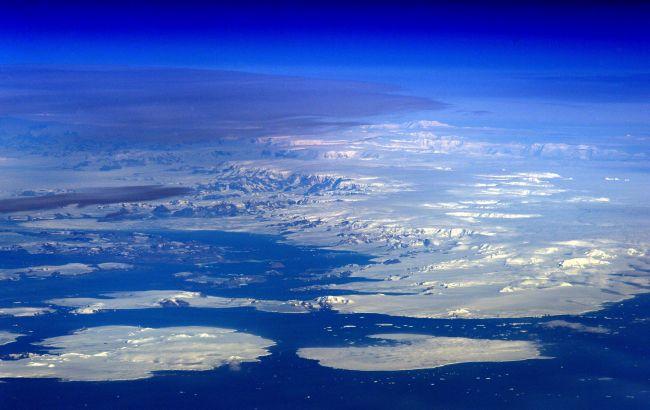 В Антарктиде обнаружили активные озера под ледниками: что это значит