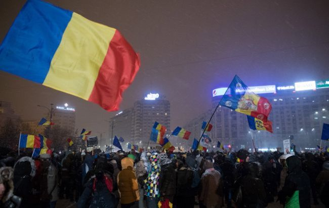 Бросали камнями в полицию: в Румынии карантинные протесты переросли в стычки
