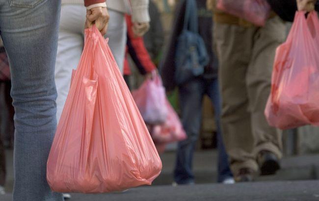 У Мінекології пояснили, коли пластикові пакети приберуть з магазинів