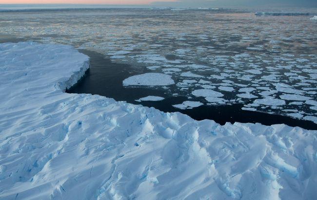 В Антарктиде исчезло огромное озеро: еще два года назад было на месте