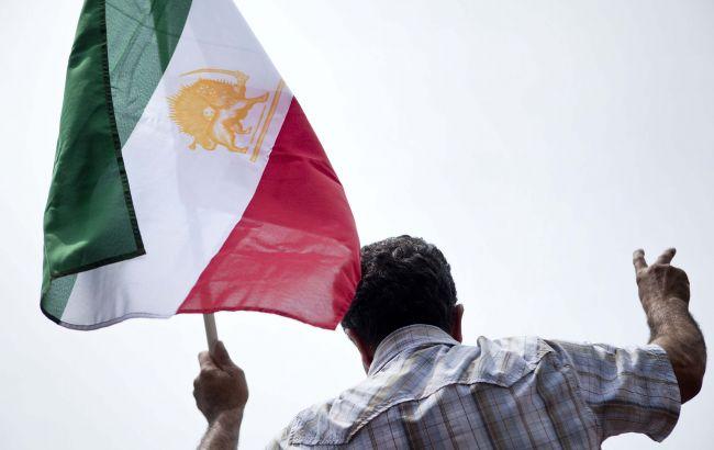 """Иран пригрозил потопить авианосцы США, если они совершат """"первую ошибку"""