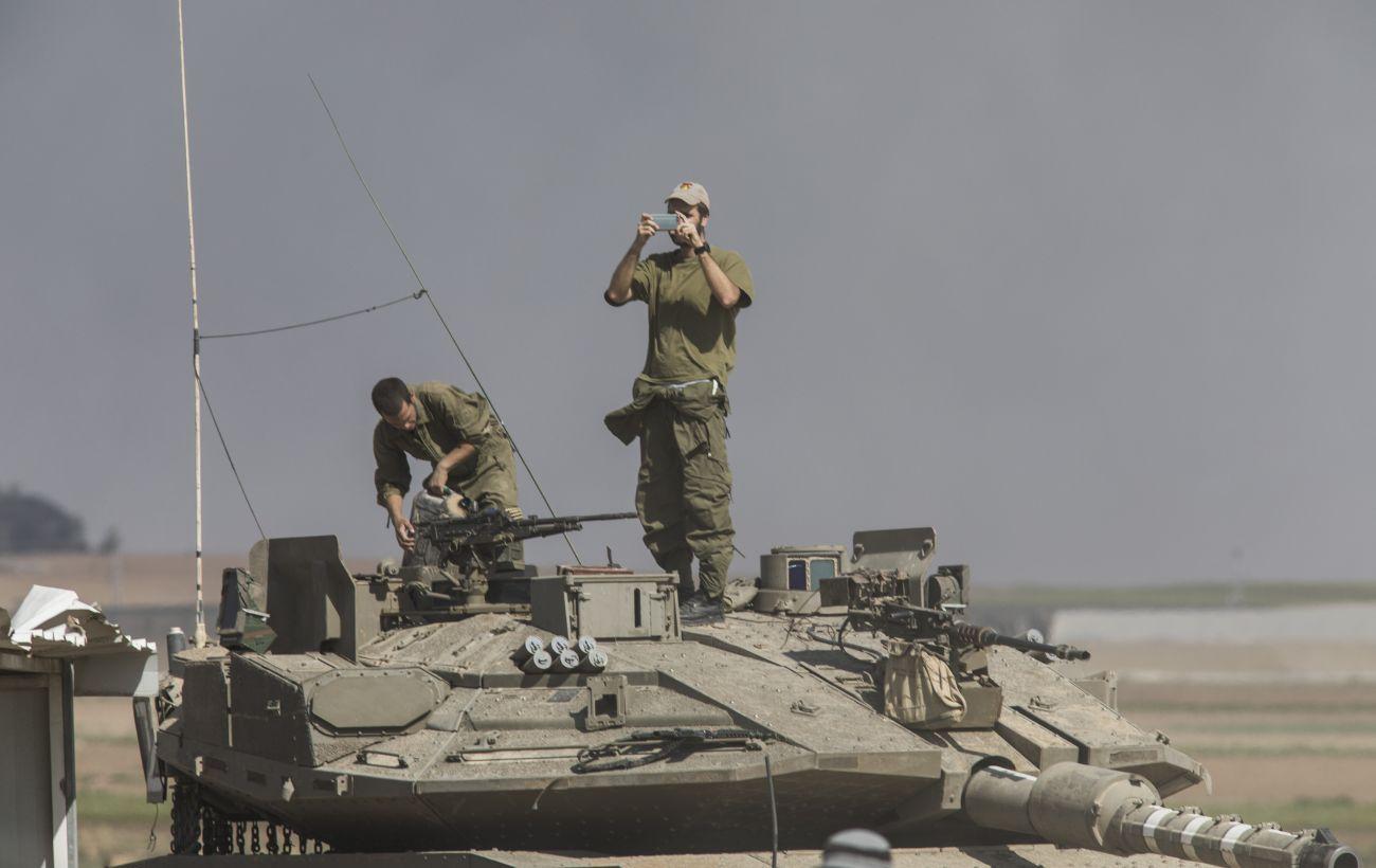 Наземные войска Израиля наносят удары по Сектору Газа