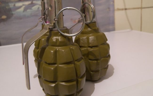 Фото: затриманий в Маріуполі з гранатами чоловік пояснив, що віз арсенал у відпустку