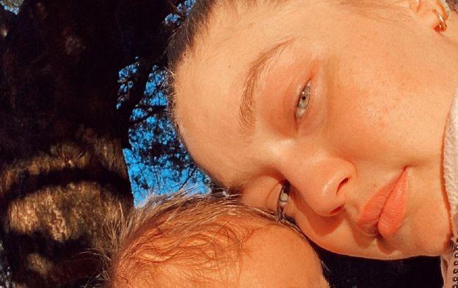 Слишком мило: Джиджи Хадид растрогала редким фото 3-месячной дочери в модном наряде