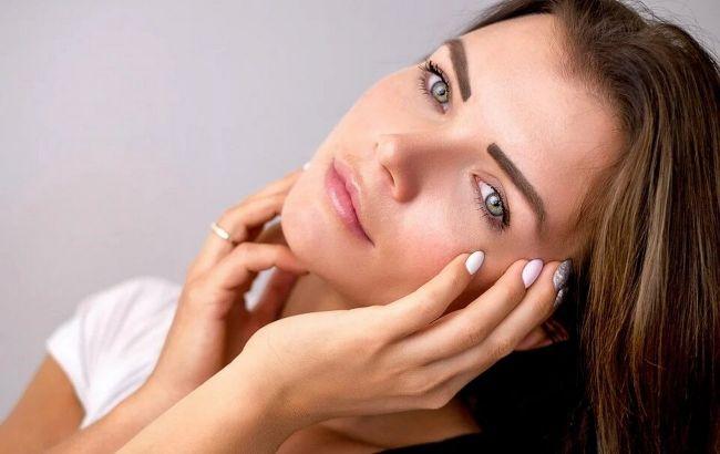 Сияющая кожа: косметолог рассказала, как очистить и уменьшить поры на лице