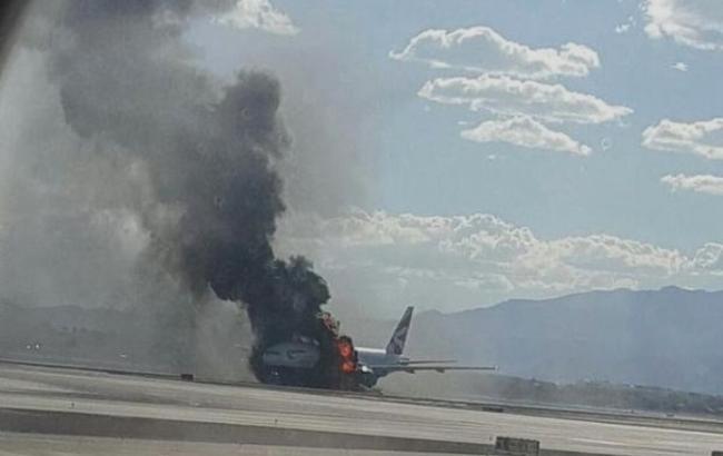 Фото: В аэропорту Лас-Вегаса загорелся пассажирский самолет